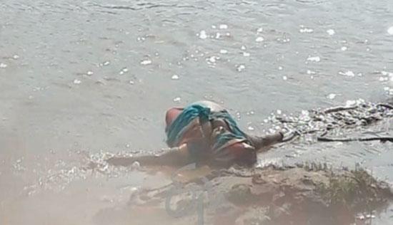 గోదావరిలో పాపికొండలు వెళ్ళే బోట్ బోల్తా : 12 మంది మృతి!
